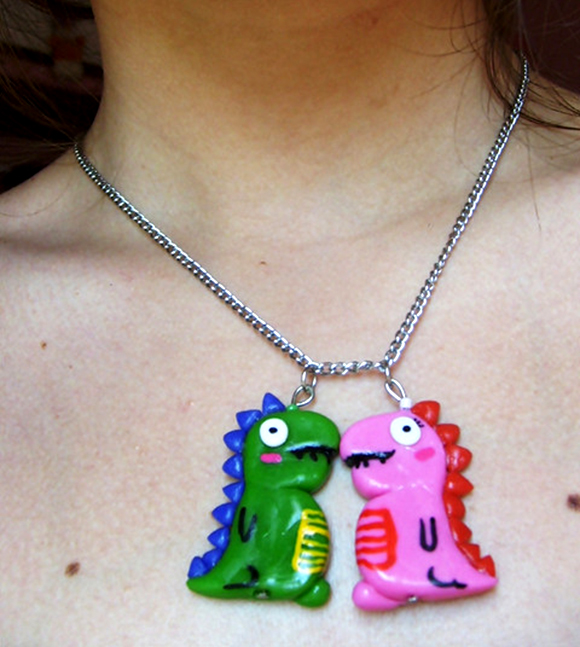dino-love-luv-2-dinosaurs-in-love-dino-kissing-necklace-dinosarurus-rex-rawr-means-i-love-you-in-dinosaur