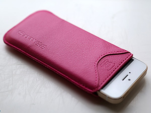 [Product Review] Snugg iPhone 5 Pouch Case