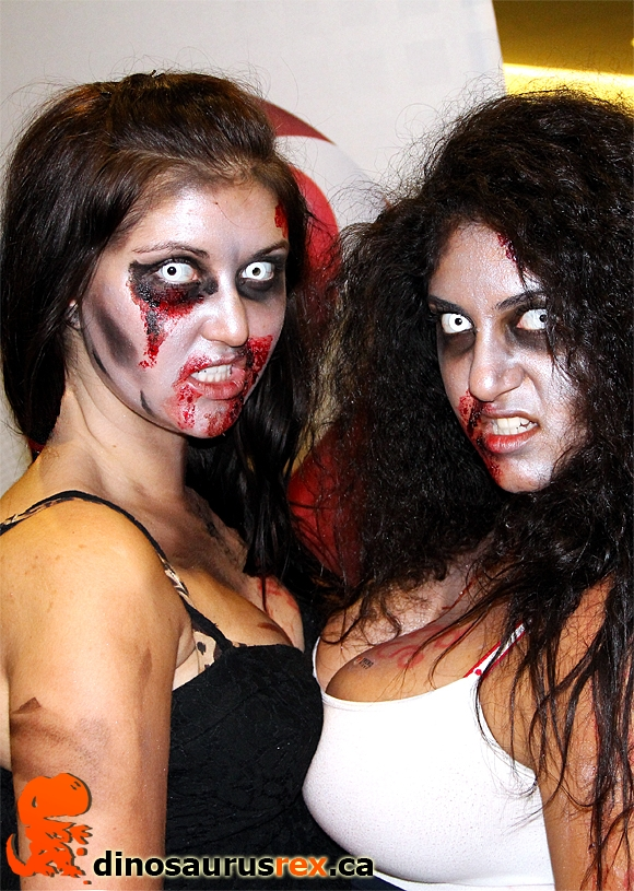 sexy-zombie-chicks-cosplay-fan-expo-2012.jpg